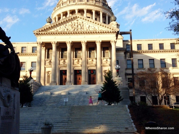 front of Mississippi State Capitol building