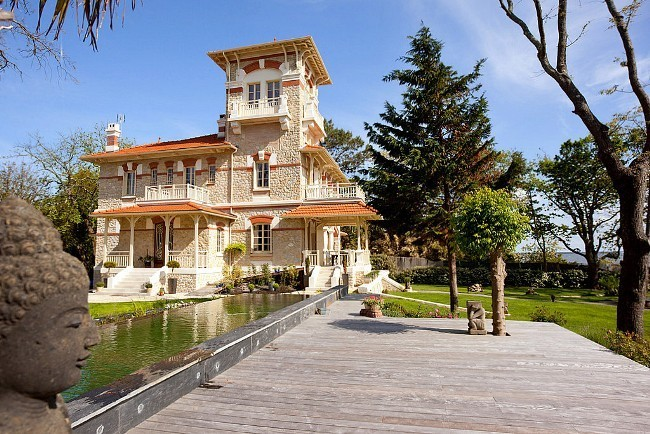 Villa le Bassin in France