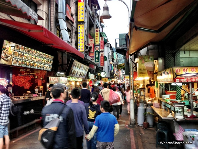 night markets where to stay in Taipei