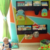 How to Make and Install Pallet Bookshelves with Knobs for Bonus Storage!