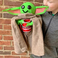DIY Baby Yoda Valentine's Day Card Box