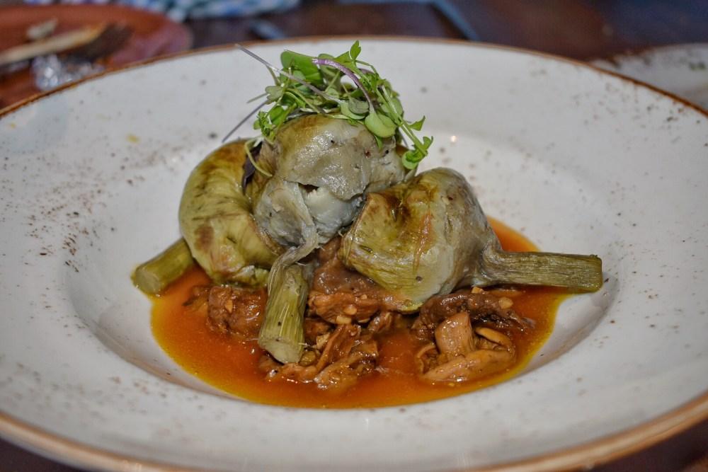 Pai Pai. Alcachofas con setas y salsa agridulce.