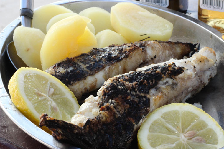 Grilled fish in Cova do Vapor
