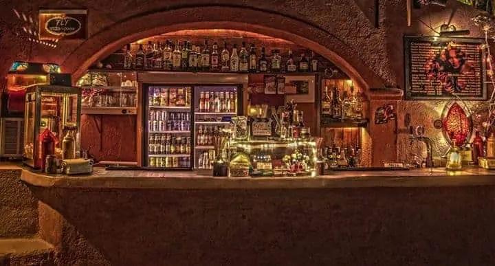 Cinekamari Bar Santorini