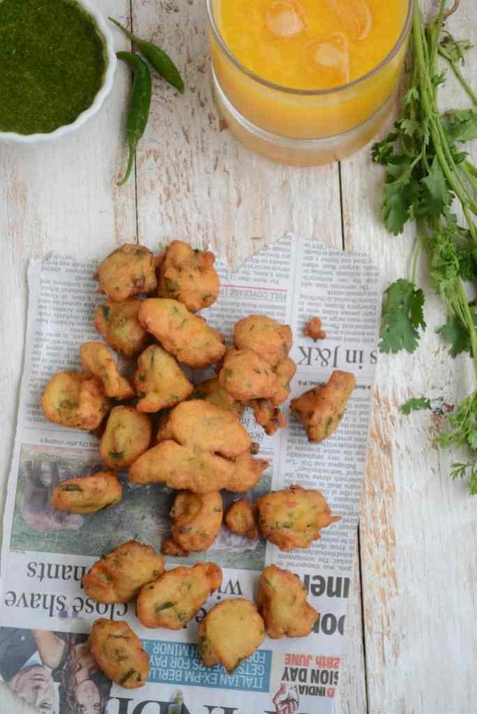 Crunchy, fried and easy to make, Moongode or Indian Lentil Fritters are delicious bites to enjoy anytime hunger strikes. Do note its recipe.
