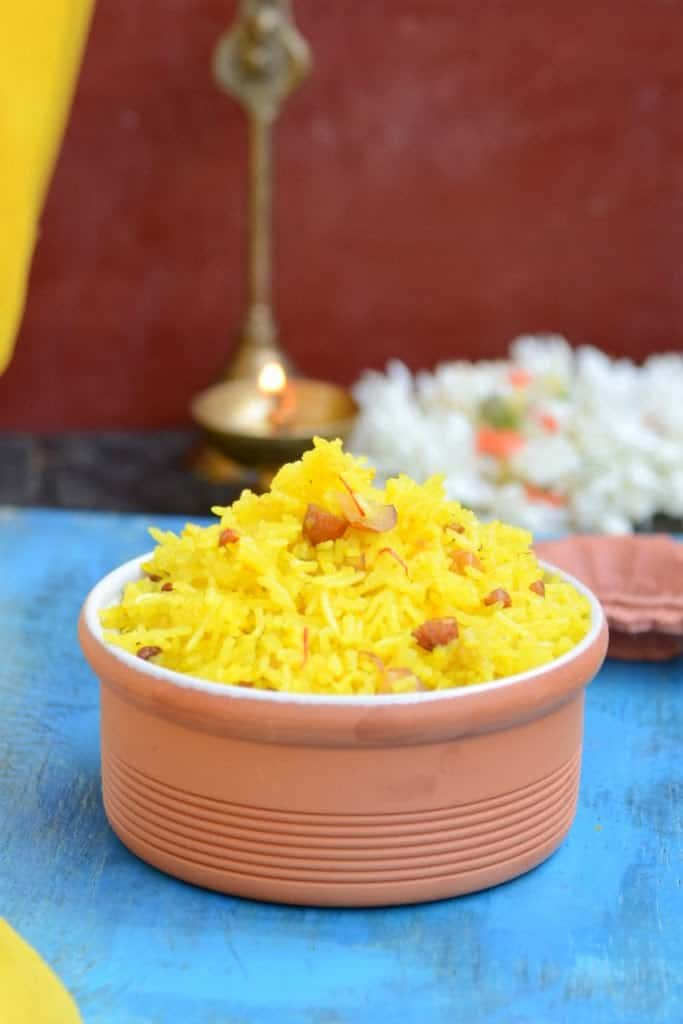 Meethe Chawal or Zarda Pulao is a sweet rice preparation, deliciously infused with cardamom and saffron, a family favorite.