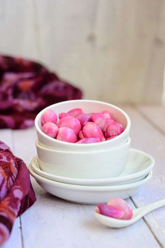 Pickled onions are very commonly enjoyed in India. In India, they are called Sirke Wali Pyaz and makes for a great accompaniment toany Indian meal.