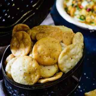 Papdi resembles small pooris, but unlike poori are flavored with spices. Papdis are also very small, crispy and used mainly in chaats or Indian fast foods.