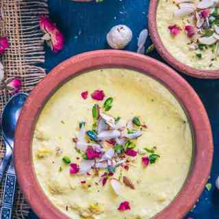 Kesar Makhana Phirni has this beautiful blend of full cream milk, makhana, saffron, cardamom and dry fruits. Serve it in clay bowls.