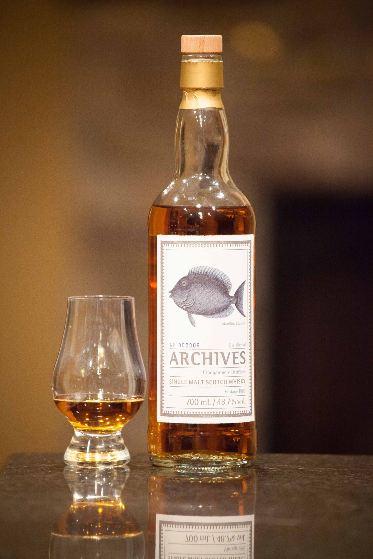 "Cragganmore 27 (Archives ""The Fishes of Samoa"" 1989/2016 Cask 1465) Review"