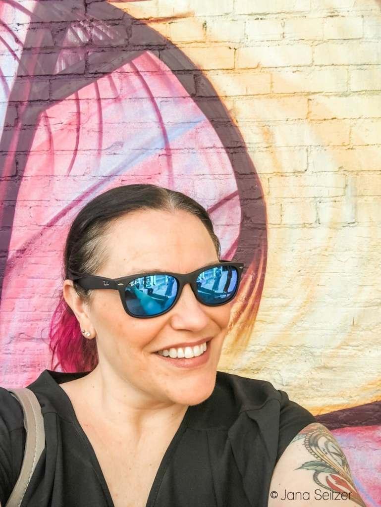 plaza walls selfie