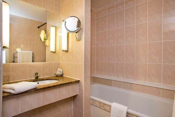 White Hart Hotel Bathroom