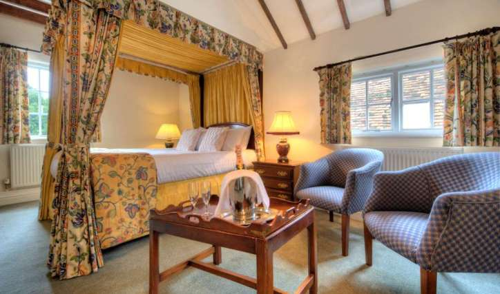 White Hart Hotel with Fourposter Room