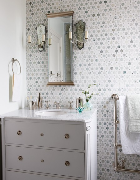 house-home-sarah-richardson-design-gustavian-kids-bathroom-photobystaceybrandford-march2012