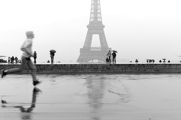 Laurent-Scheinfeld-boy running-Eiffel-Tower-Paris