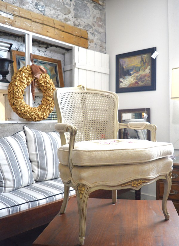 White-Cabana-Chair-Table-Lamp-7