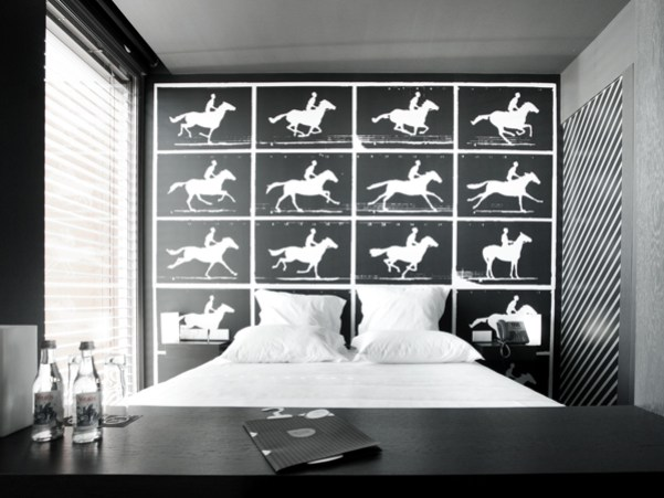 design-and-wine-hotel-high-tech-room-R