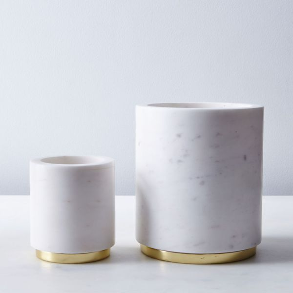 3e10bf28-1081-4675-93c2-2e13a5c63d87--2016-0610_hawkins-new-york_marble-utility-canister_brass_family_silo_rocky-luten_005