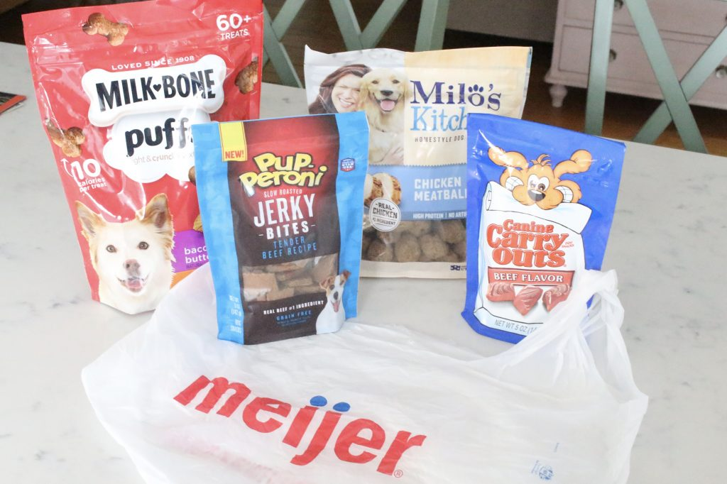 Dog treats at Meijer- pets- treats- pet treats- dogs- JM Smuckers- DIY- holiday gift for pets- treat bags