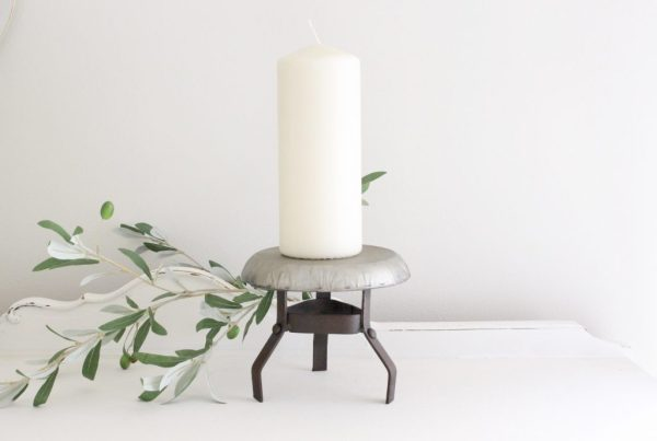 round- pedestal- candles- home decor