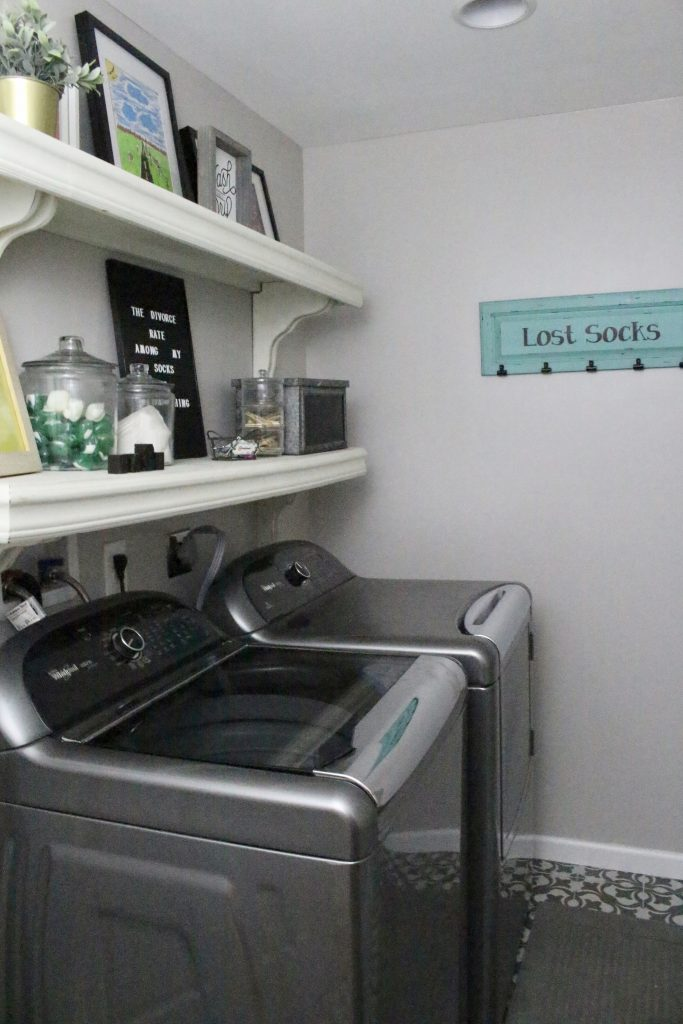 laundry space- small laundry space- laundry decor- ideas for a laundry room space
