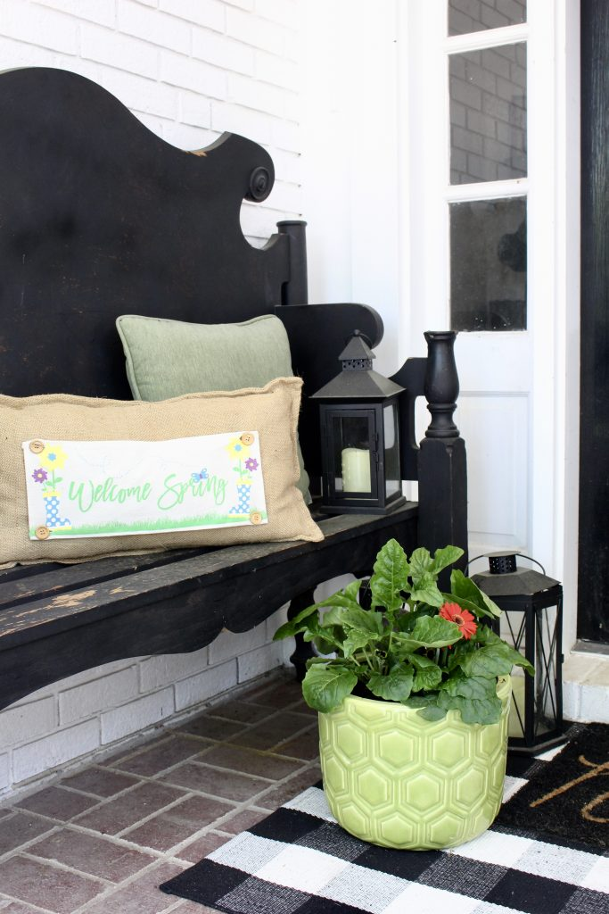 Simple Spring Porch Decor for a small porch- porch decor- small porch- decorating a small porch- spring- outdoor decor for spring- spring planters #outdoorporch #porchdecor #springporch