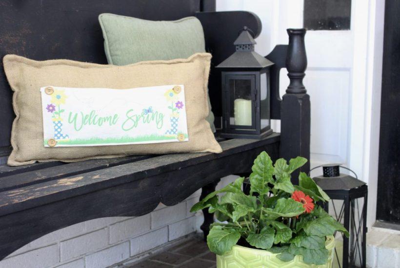 Simple Spring Porch Decor for a small porch- porch decor- small porch- decorating a small porch- spring- outdoor decor for spring- spring planters #outdoorporch #porchdecor #springporch