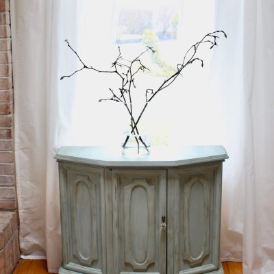 Green Painted Cabinet from a Thrift Store- thrift store finds- painting furniture- how to paint furniture using chalk paint- green painted furniture- green decor