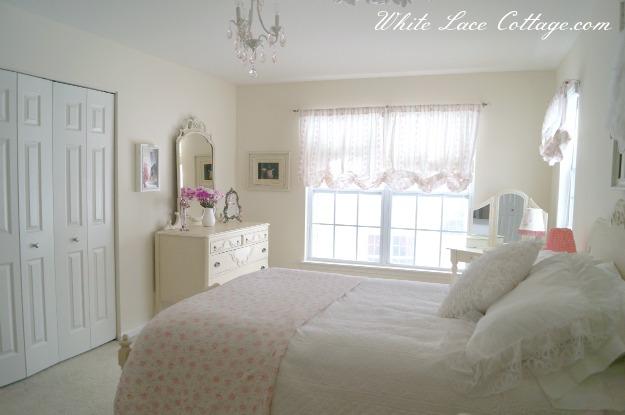 048sideviewshabbyroom