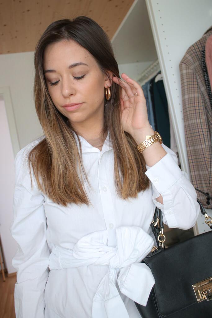 Blusenkleider sind perfekt für's Büro