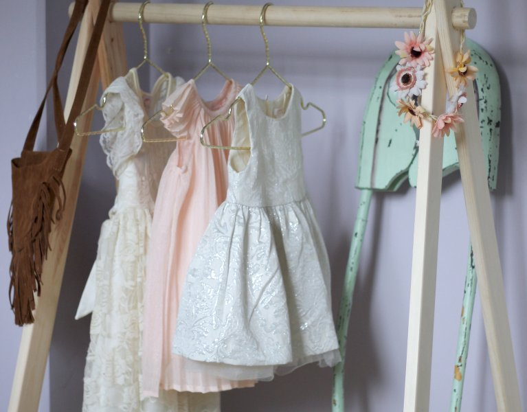 DIY Kids Clothing Rack