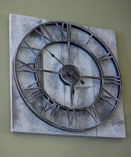 EASY DIY FARMHOUSE CLOCK, Super Easy To Make and takes under 30 minutes www.whitepicketfarmhouse.com