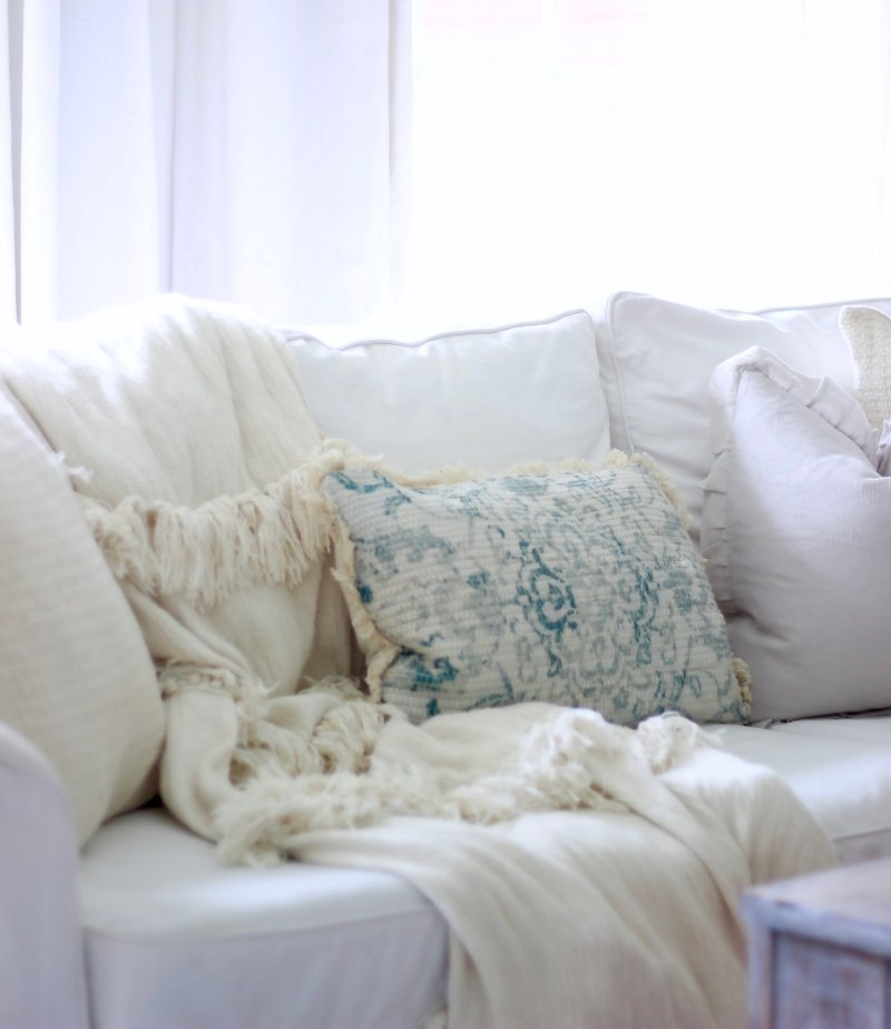 Living Room Spring Refresh with Pier 1 and Catalina Lighting. Check out how Jessica decorated with white, greenery and old pieces to create the perfect farmhouse living room www.whitepicketfarmhouse.com #farmhouselivingroom #springrefresh #springdecorating