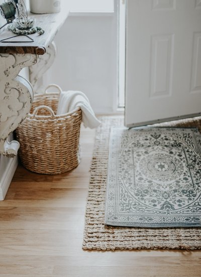 Five Ways To Decorate A Small Entrance