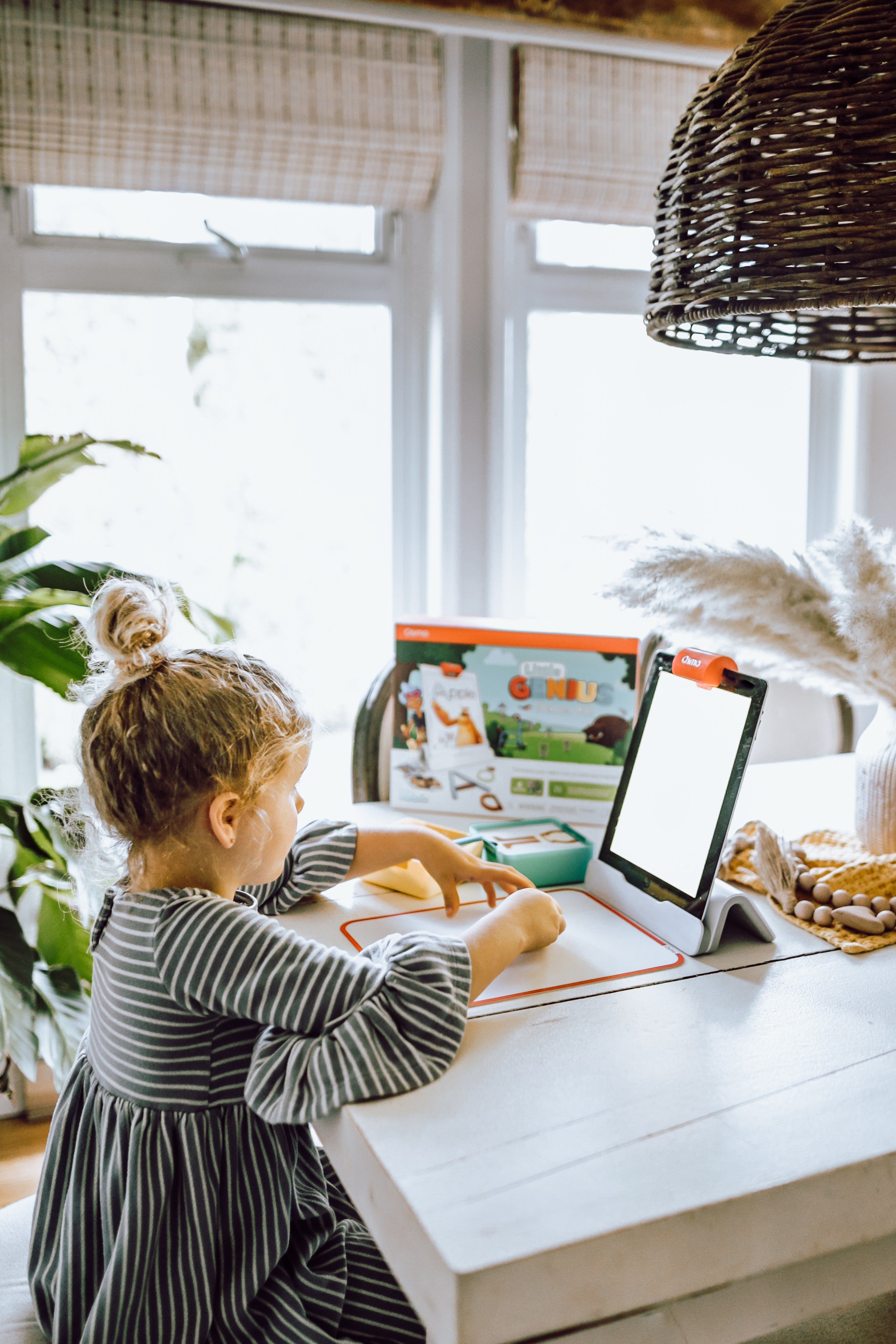 The Best Gifts With Osmo! Are you stuck on what to get your kids for Christmas? This fun interactive game that connects to your iPad brings your drawings and games to life! A fun way for kids to keep busy and learn at the same time. Ideal for kids ages 3-9