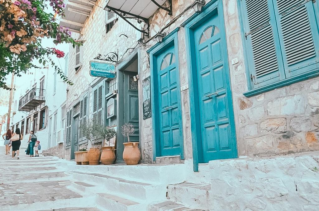 Greckie bydynki na Hydrze
