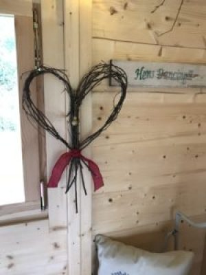 rustic twig heart e1512457601619 225x300 - Christmas Decorations at Belle's - the beautiful Shepherds Hut
