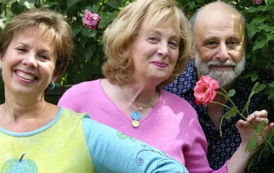 Lois Lilienstein, of Sharon, Lois & Bram and Skinnamarink fame, dies at 78 13