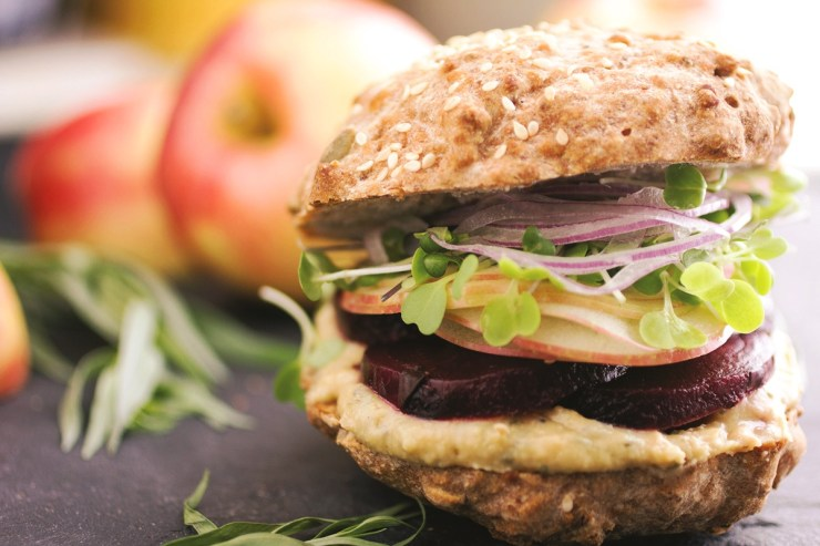 Garlic and tarragon sandwiches with roasted beets