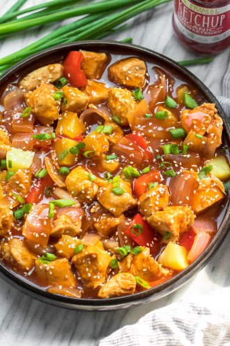 Whole30 instant pot sweet and sour chicken is so easy and so quick to make. It's completely Paleo, sugar free, gluten free, and made in less 30 minutes. The simplicity of this recipe makes it perfect for a weeknight meal that's family friendly, or for Whole30 meal prep. #whole30instantpot #instantpotsweetandsour #sweetandsourchicken #whole30chicken #paleoinstantpot