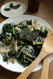 "Garlic Kale Kelp Chicken ""Pasta"""