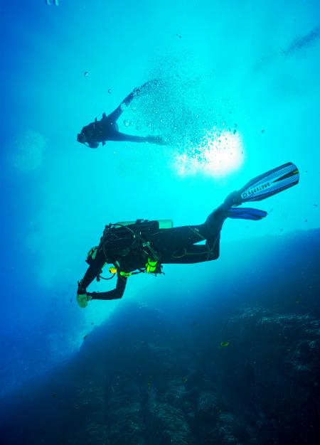 Scuba diving by Francisco Jesus Navarro Hernandez via Unsplash