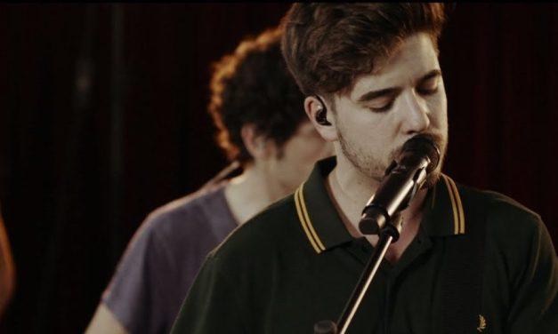 Roi Méndez sorprende con 'Perfecto' e 'Invierno' en directo desde el estudio