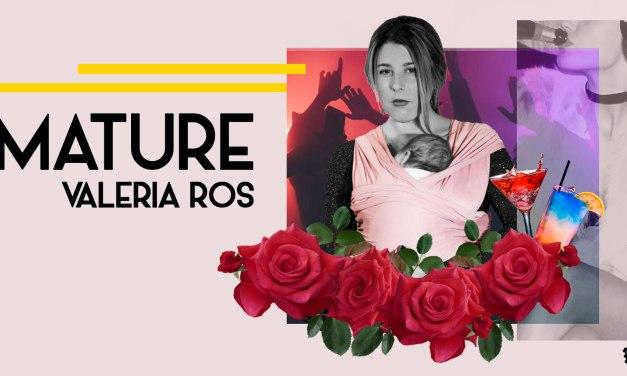 'Mature' es la stand-up comedy de Valeria Ros: maternidad, feminismo y un consultorio amoroso