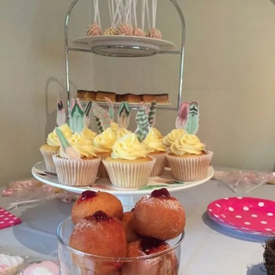Wickstead's-Customer-Photo-of-our-Green-Rose-Feathers-on-Cupcakes