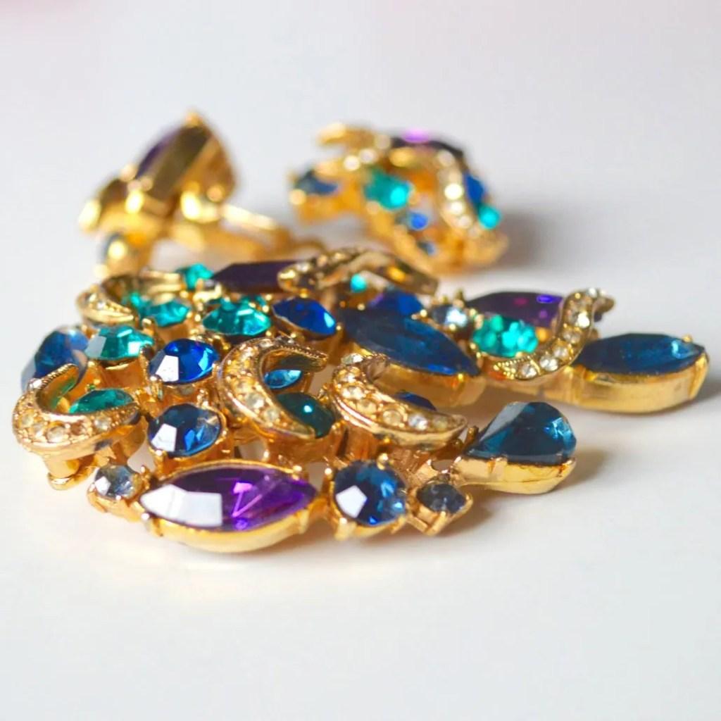 Wickstead's-Jewels-&-Treasures-1950s-SPHINX-Brooch-Peacock-Blues-&-Purples-(3)