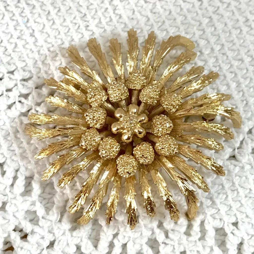 Wickstead's-Jewels-Treasures-Vintage-MONET-Gold-Brooch-Stylised-Flower-Shape-Lapel-Pin—Signed-(2)
