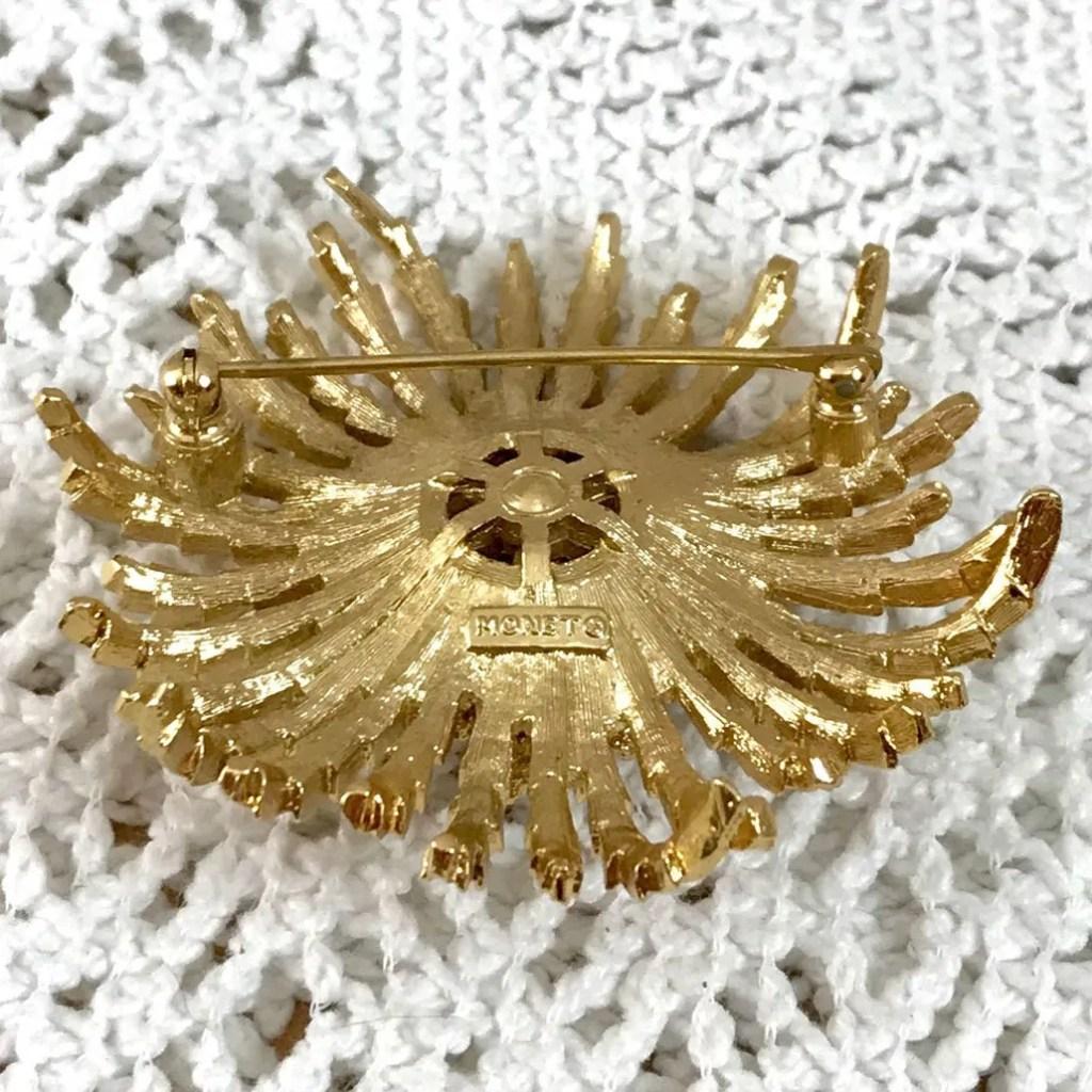 Wickstead's-Jewels-Treasures-Vintage-MONET-Gold-Brooch-Stylised-Flower-Shape-Lapel-Pin—Signed-(6)