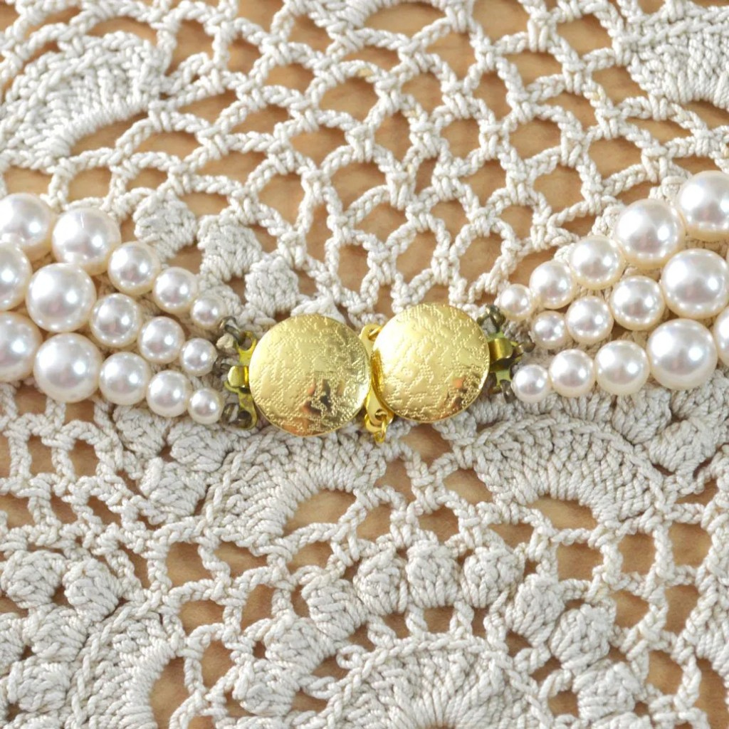 Wickstead's-Jewels-&-Treasures-Vintage-Pearls-Necklace-Triple-Strand-Lustre-Glass-Beads-Double-Ended-Clasp-(4)