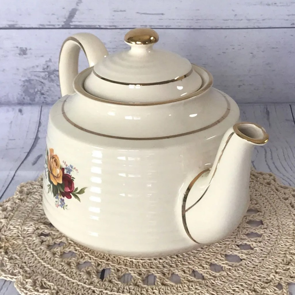 Wickstead's–Home-&-Living–English-Sadler-Rose-&-Forget-me-not-Teapot-(8)